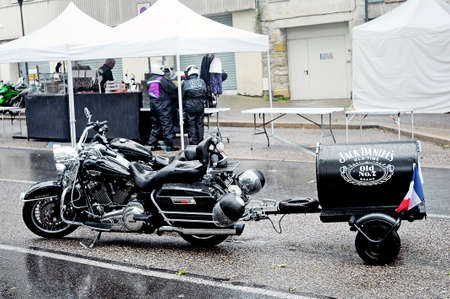 daniels: Harley Davidson with a trailer with the brand of Jack Daniels Scotch in a gathering of American motorcycles in Beaucaire in the French department of Gard Editorial