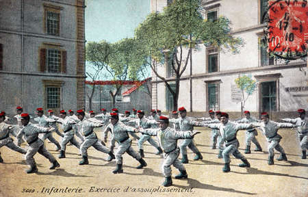 easing: French military old postcard from 1910 - Infantry, exercising easing