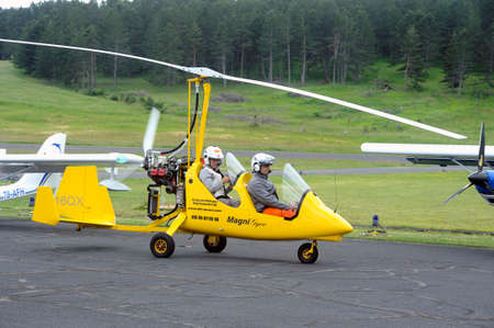airplane ultralight: Autogyro from landing on the airfield of Mende in the French department of Gard.