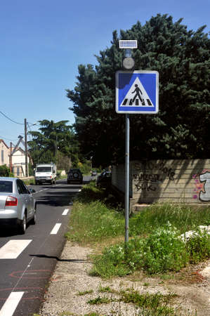 sign indicating a protected crossing on the road for pedestrians Redactioneel