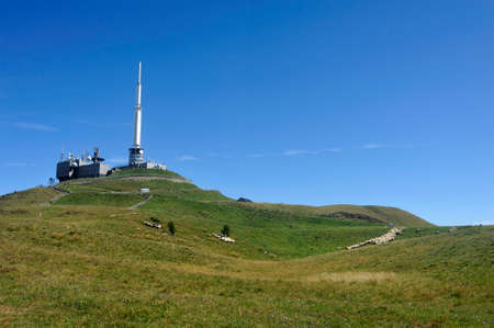 Observatory and antennas at the summit of the Puy de Dome volcano 스톡 콘텐츠