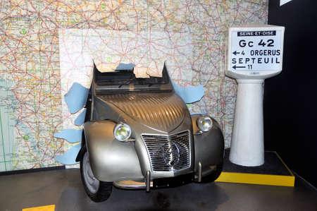 Verkeersborden en wegenkaarten zijn uitgevonden door Michelin en de twee paarden zijn een symbool