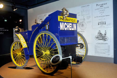 old car equipped for the first time at the time of tires exposed to the Michelin museum in Clermont-Ferrand Redactioneel