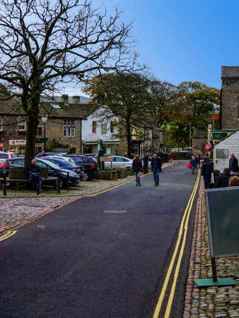 wharfedale: Calle principal por el pueblo de Grassington Yorkshire