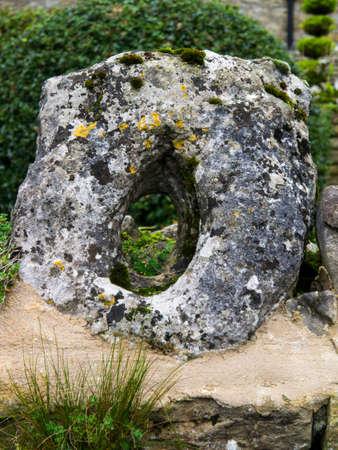 wharfedale: Musgo que crece en una pared de piedra en la aldea de Yorkshire Grassington