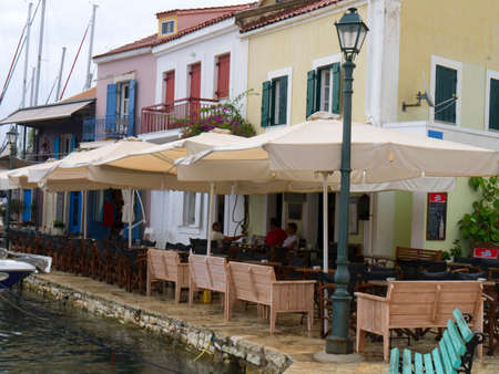 kefallonia: Pretty cafes on the waters edge in the bay of Fiskardo on the Island of Kefalonia in Greece
