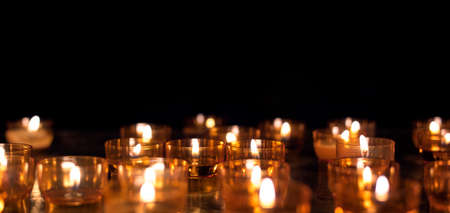 Candles in temple Imagens