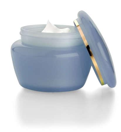 cremas faciales: Contenedor azul de cosm�ticos para maquillaje sobre fondo blanco.