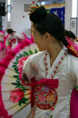 korean fashion: Korean girl performing traditional fan dance Stock Photo
