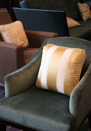 Ein Stuhl im Wohnzimmer ein sch�nes Zuhause Lizenzfreie Bilder