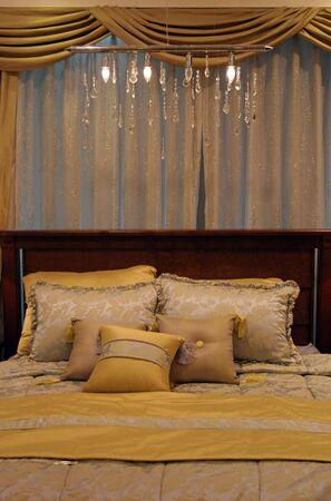 Schlafzimmer verziert im Gelb Lizenzfreie Bilder