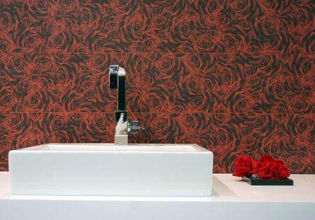 guarniciones: Simple blanco con fregadero de acero inoxidable accesorios - cuarto de ba�o interiores