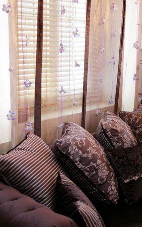 Sch�ne Wohnzimmer dekoriert in lila Farben