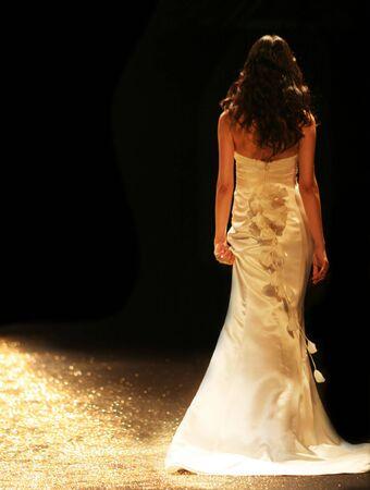 strut: Bride in a beautiful wedding gown