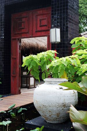 Large pottery vase at the entrance to a restaurant - Asian decors.