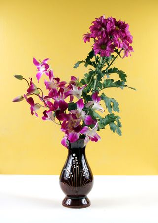 orchid house: Vase of pretty flowers. Stock Photo
