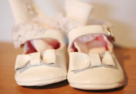 fashion  babies's wear: White baby shoes - shallow DOF.