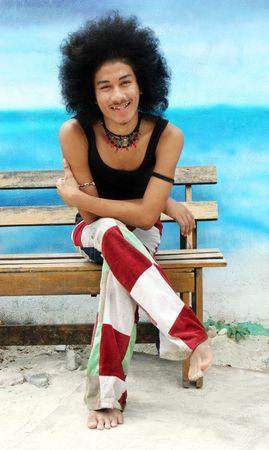 reggae: Jeune homme heureux tha� avec un afro.  Banque d'images