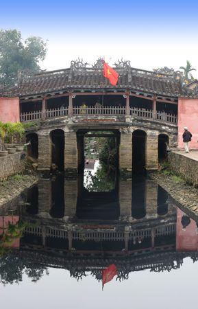Br�cke f�hrt in die Altstadt von Hoi An in Vietnam - Reise-und Tourismus.