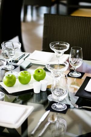 Elegant table setting with apples. 스톡 콘텐츠