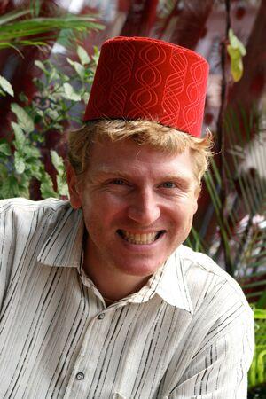 fez: El hombre llevaba un fez. Foto de archivo
