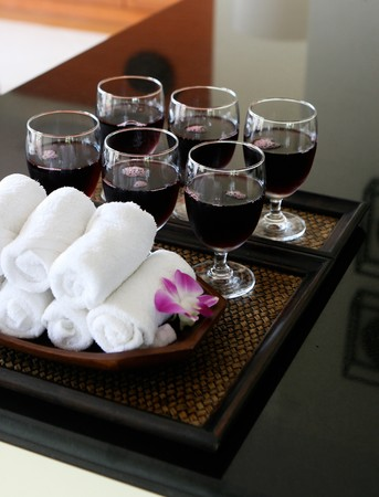 kitchen towel: Tray of juices and white towels at a spa. Stock Photo
