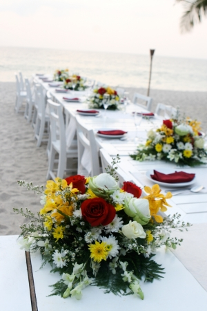 holiday catering: Elegant table setting at a wedding reception on the beach. Stock Photo