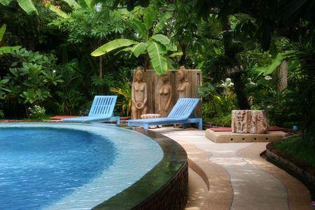 hospedaje: Hermosa piscina en un resort de Asia.