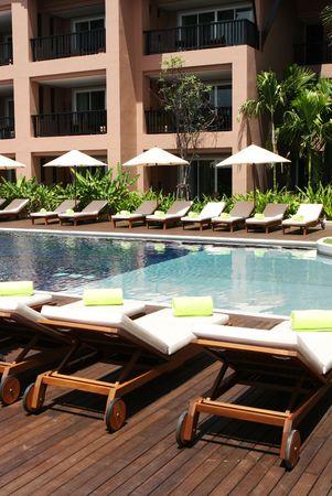 Luxus-Schwimmbad auf ein tropisches Resort-Spa.
