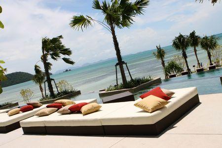 Blick auf den Ozean aus einem tropischen Resort Spa.