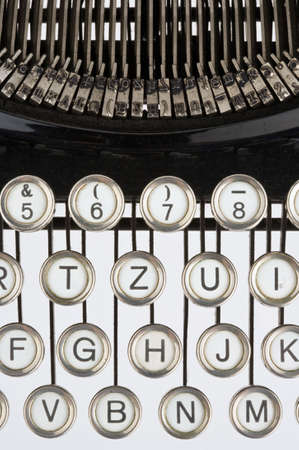 illiteracy: Del teclado de un viejo, negro m�quina de escribir