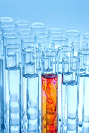 化学実験の試験管