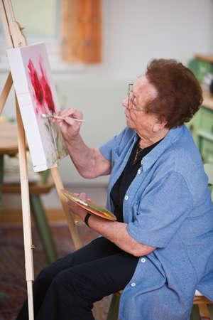 attivit?: Vecchia dipinge un quadro