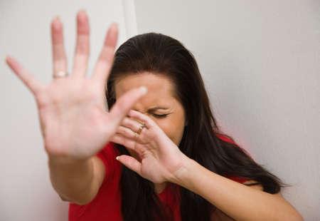 panique: Timide femme symbole de la violence dans la famille