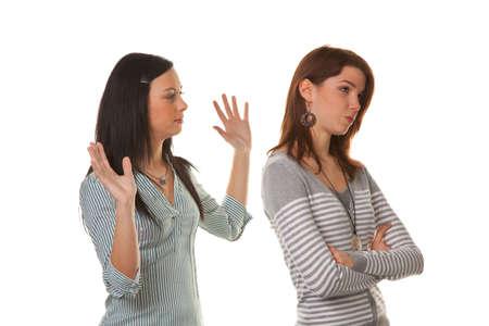 strife: Due giovani donne eingeschnappt e insulti in una controversia