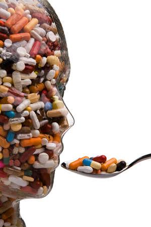 drogadicto: Muchas tabletas de diferentes y medicamentos en un Bowl