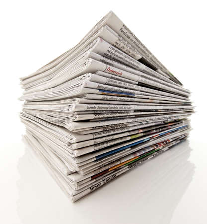 newspapers: Oude kranten en tijd schriften in een stapel Stockfoto