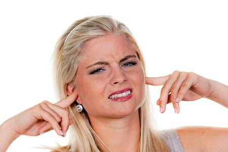 acoso laboral: Joven sufren la contaminaci�n de ruido y la celebraci�n de sus orejas.  Foto de archivo