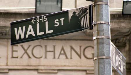 bolsa de valores: En Estados Unidos, la bolsa de valores de Nueva York, Wall Street. Imagen de ejemplo para valores y acciones
