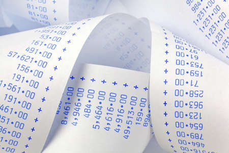 Computational Streifen mit Zahlen. Symbol für Kosten, Ausgaben, Einnahmen und Gewinne.