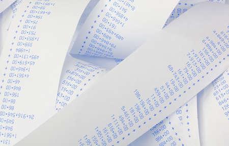 obligaciones: Rayas computacionales con n�meros. S�mbolo de los costos, gastos, ingresos y beneficios. Foto de archivo