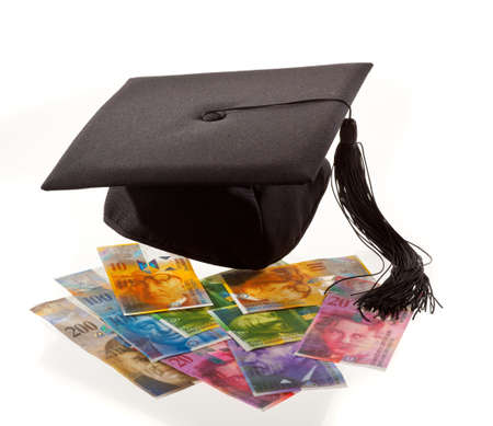 doctoral: Franchi Svizzera e Malta. Simbolo per i costi di formazione.
