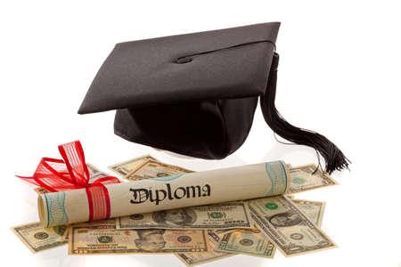 Mörtel und US-Dollar. Symbol für Bildung Kosten in Amerika.