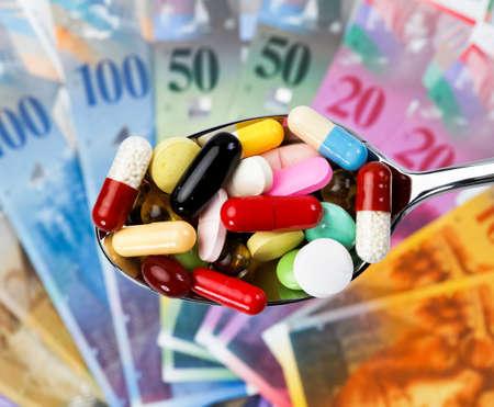 generic drugs: Svizzera franchi e compresse come simbolo delle spese sanitarie