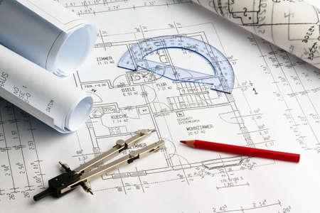 prefabricated buildings: Plan para una casa. Dibujos de P?n y un arquitecto.