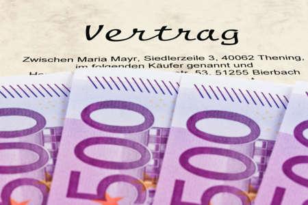 billets euros: Beaucoup de billets en euros et de contrat en allemand