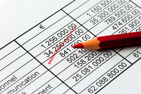 numeracy: Pay a statistic with a red pen in French language. Stock Photo