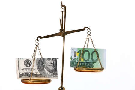 billets euros: Euro notes and dollar on scales