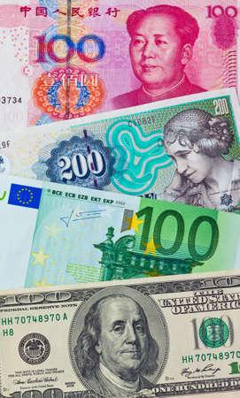 Chinese yuan. Toekomstige Europese euro bank biljetten. Amerikaanse dollars. Deense kronen