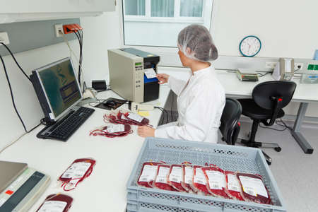 blood type: One woman studied in the laboratory, the blood donated blood. Health and Welfare. Stock Photo